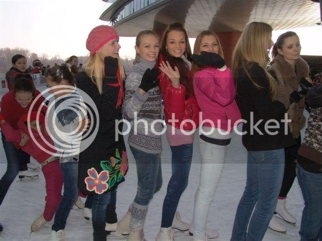Road to Miss Slovakia WORLD 2011 - Page 4 Miss-korculovanie-spolocna2