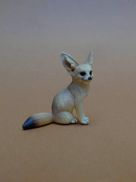 Eikoh 'Miniatureplanet' - Fennec fox walk around   Eikoh%20Fennek%2001