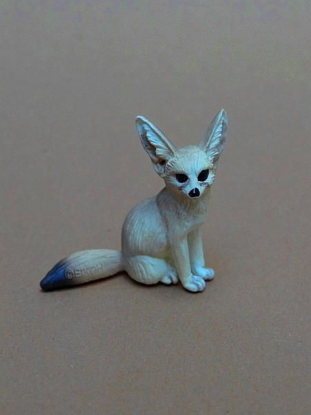 Eikoh 'Miniatureplanet' - Fennec fox walk around   Eikoh%20Fennek%2002