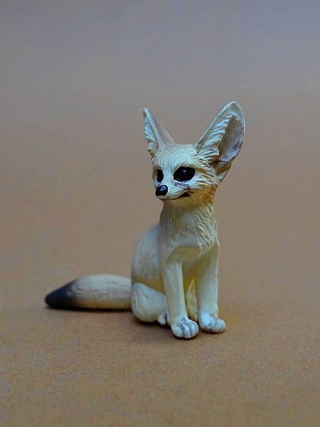 Eikoh 'Miniatureplanet' - Fennec fox walk around   Eikoh%20Fennek%2004