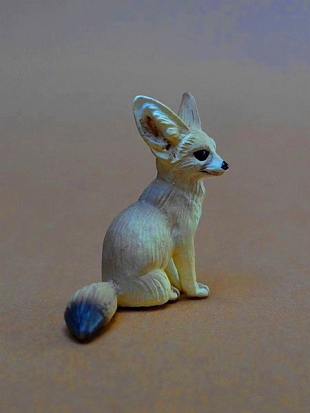 Eikoh 'Miniatureplanet' - Fennec fox walk around   Eikoh%20Fennek%2009