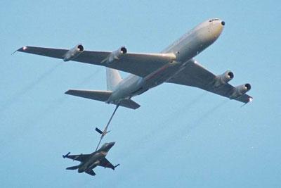 لاول مرة (القواعد الحربية الاسرائيلية) 707tanker