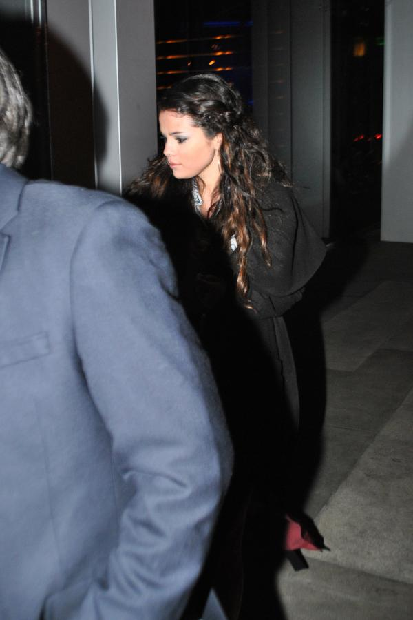 Selena Gomez[5] - Page 38 452451_original