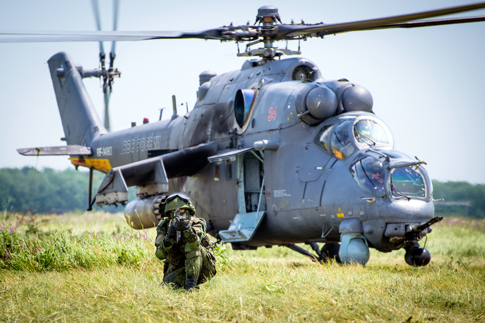 عائلة المروحية الهجومية المتعددة الأدوار الشهيرة Mi24 ـ Mi-35  - صفحة 2 1056935_original