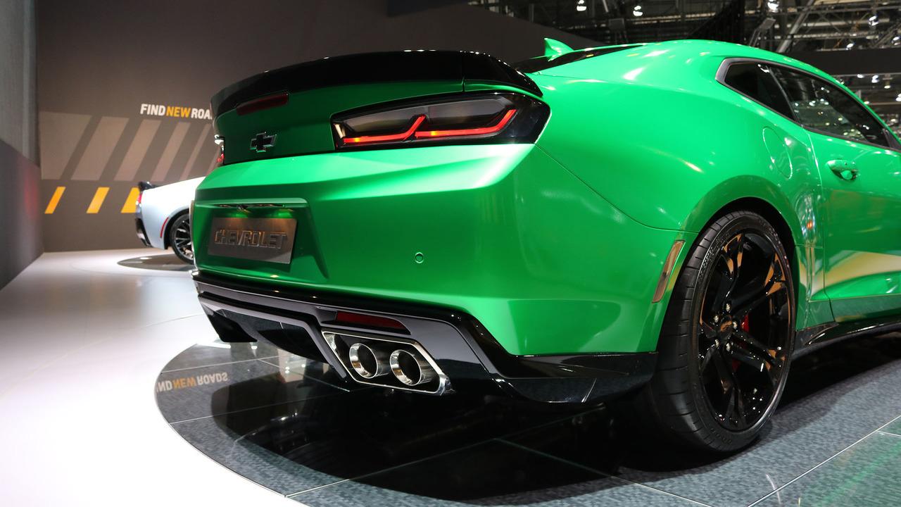 2016 - [Chevrolet] Camaro VI - Page 6 2017-chevrolet-camaro-track-concept