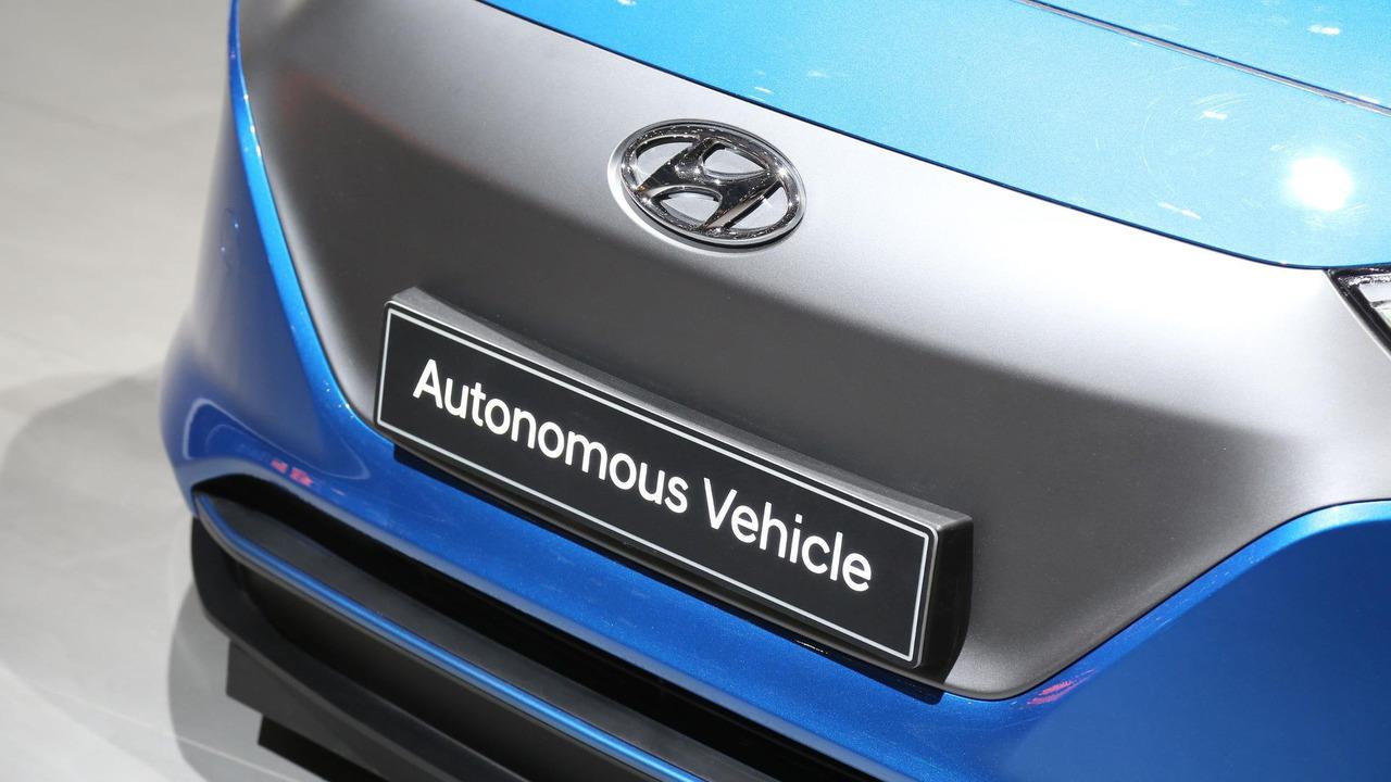 2016 - [Hyundai] Ioniq - Page 5 Hyundai-ioniq-virtual-reality-simulator