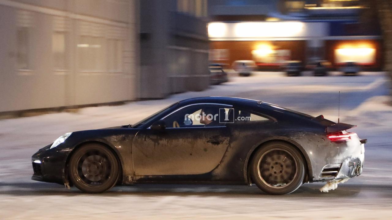 2018 - [Porsche] 911 - Page 2 2019-porsche-911-spy-shot