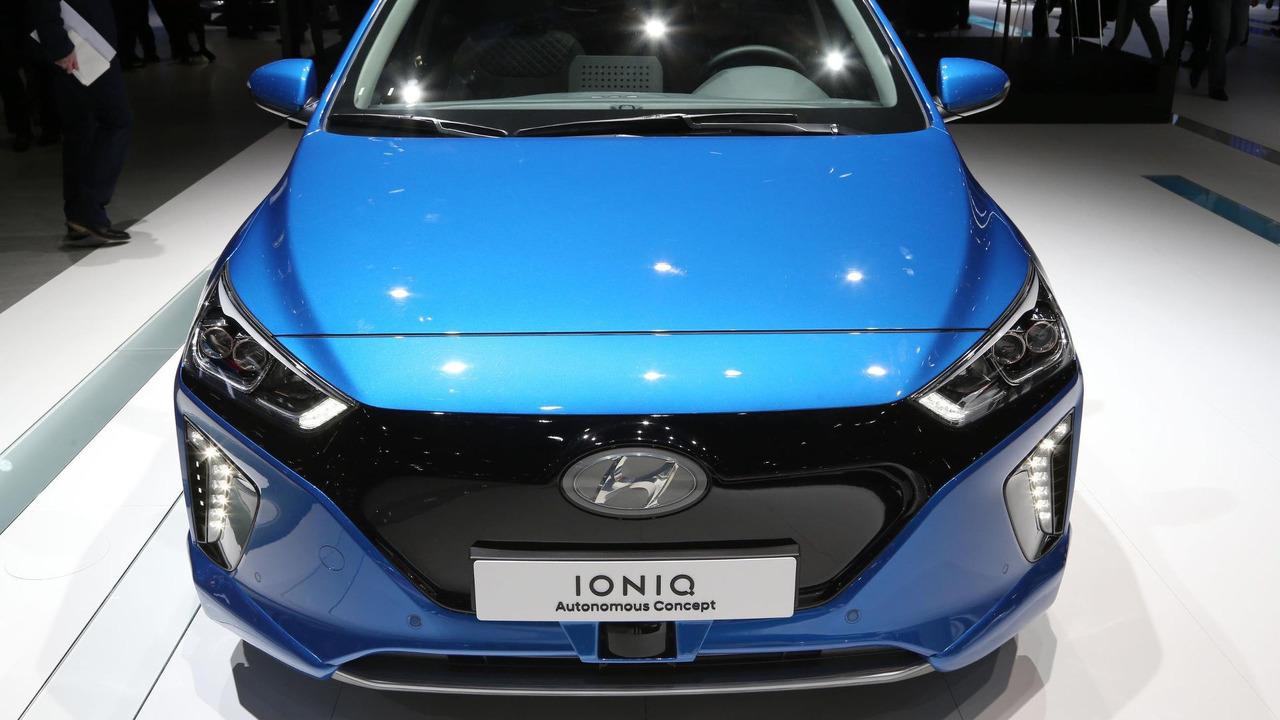 2016 - [Hyundai] Ioniq - Page 5 Hyundai-ioniq-autonomous-concept-and-virtual-reality-simulator