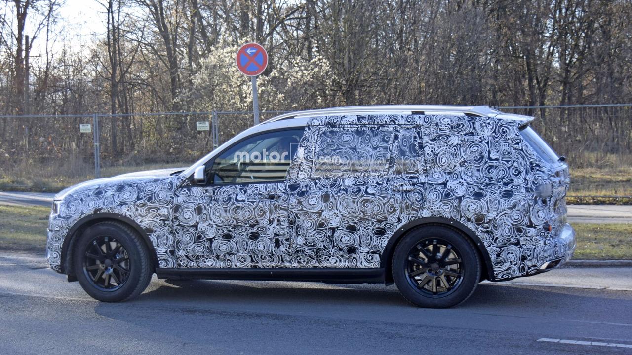 2017 - [BMW] X7 [G07] - Page 6 Bmw-x7-spy-shots-on-road