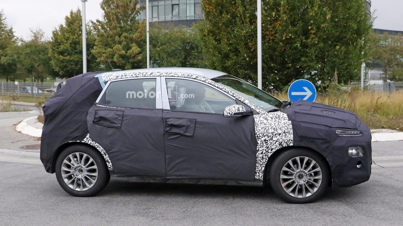 2017 - [Hyundai] Kona - Page 2 2018-hyundai-subcompact-crossover-spy-photo