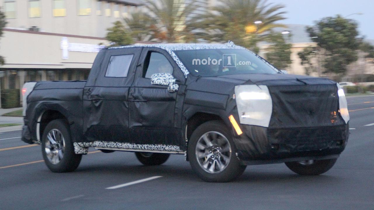 2018 - [Chevrolet / GMC] Silverado / Sierra Chevrolet-silverado-spy-photos