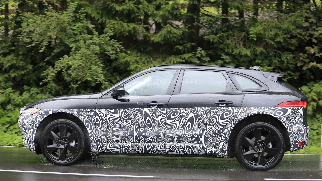 2017 - [Jaguar] E-Pace Jaguar-j-pace-test-mule-spy-photo