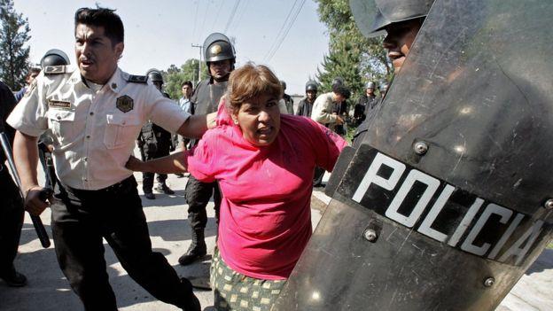 México. Democracia y malestares varios. Mano dura y verso lindo. - Página 4 _91451571_gettyimages-71948655