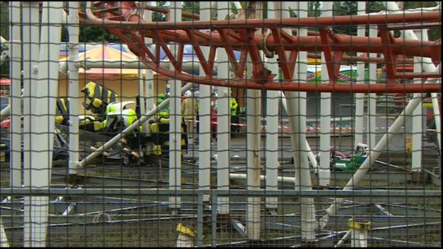 "[Ecosse] Accident sur l'attraction ""Tsunami"" du parc M&Ds Scotland's _90121555_rollercoasterrushes2"
