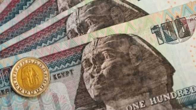 البنك المركزي المصري يحرر سعر صرف الجنيه _92236800_986c6dcf-2f52-477e-a324-97bb2683ece5