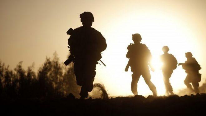 الجيش الأمريكي يحقق في فضيحة تبادل صور عارية لمجندات على فيسبوك _94960539_mediaitem94952495