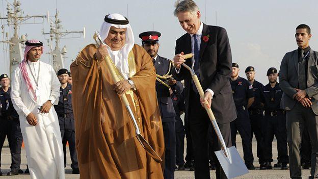 بريطانيا تبني أول قاعدة عسكرية دائمة بالشرق الأوسط منذ 44 عاما في البحرين 151101043421_hammond_uk_base_bahrain_640x360_ap_nocredit