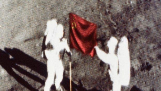 هل وصل رواد الفضاء الروس إلى سطح القمر قبل الأمريكان؟ 160222152356_cosmonauts_walked_on_the_moon_first_640x360_nasa.spl_nocredit
