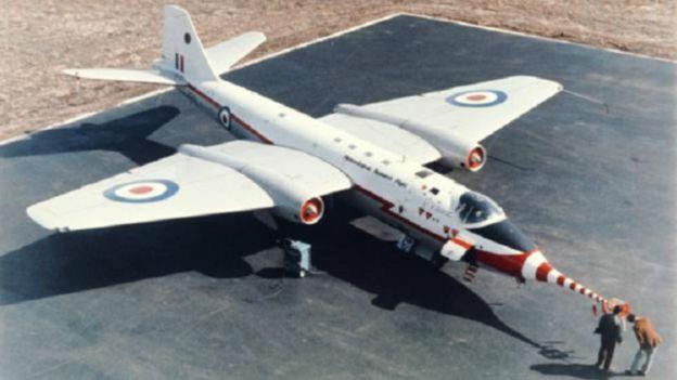 لماذا ما تزال ناسا تستخدم طائرات حربية من تصميم بريطاني؟ 160324153916_why_nasa_still_flies_an_old_british_bomber_design_640x360_sciencephotolibrary_nocredit