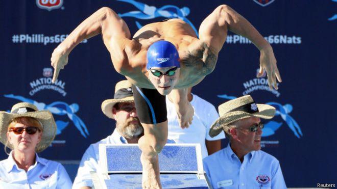 السباح الأمريكي فيليبس يسجل أفضل زمن في العام في سباق 200 متر 150810071119_philips_us_640x360_reuters