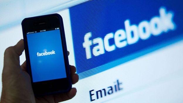 San Bernardino attacks: Killer's social media 'not checked' _87203171_f9fe0faf-c87e-4076-b0b7-5c5ea104f7fe