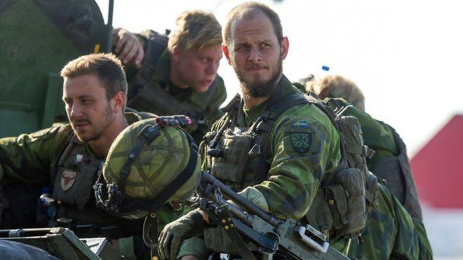 • Vuelve la MILI OBLIGATORIA en Suecia... _94905288_swedarmyafp