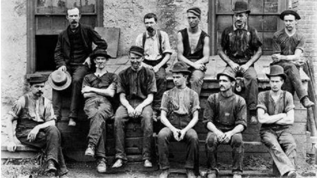 كيف بدأت وتطورت صناعة الجينز؟ 150506131332_jeans_evolution_640x360_corbis