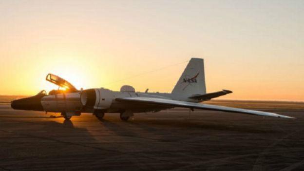 لماذا ما تزال ناسا تستخدم طائرات حربية من تصميم بريطاني؟ 160324154015_why_nasa_still_flies_an_old_british_bomber_design_640x360_nasaflickr_nocredit