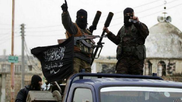 متابعة مستجدات الساحة السورية - صفحة 6 150328155123_nusra_fighter1_640x360_bbc