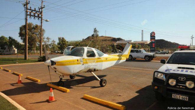 [Internacional] Australiano é indiciado após 'pilotar' avião sem asas até bar 141103124355_aviao_pub_624x351_policiadenewman