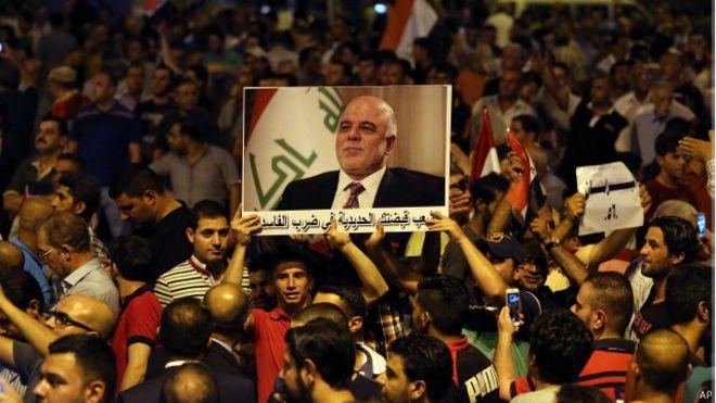مجلس الوزراء العراقي يوافق على الإصلاحات المقدمة من العبادي  150809190326_iraq_abbady_demo_640x360_ap