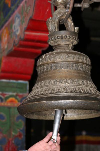 une question 186-la-cloche-tib--taine-que-tout-bouddhiste-doit-actionner-en-passant