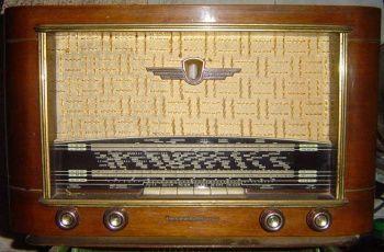 Les grands de la chanson française - Page 2 Vieux-poste-radio-IMGH1258827395-1558720