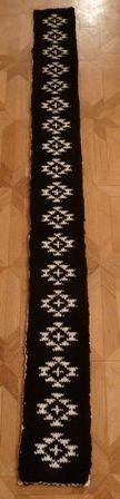 Je viens de terminer mon cado pour notre Nina 2010-12-18-Schal-fertig-schwarz