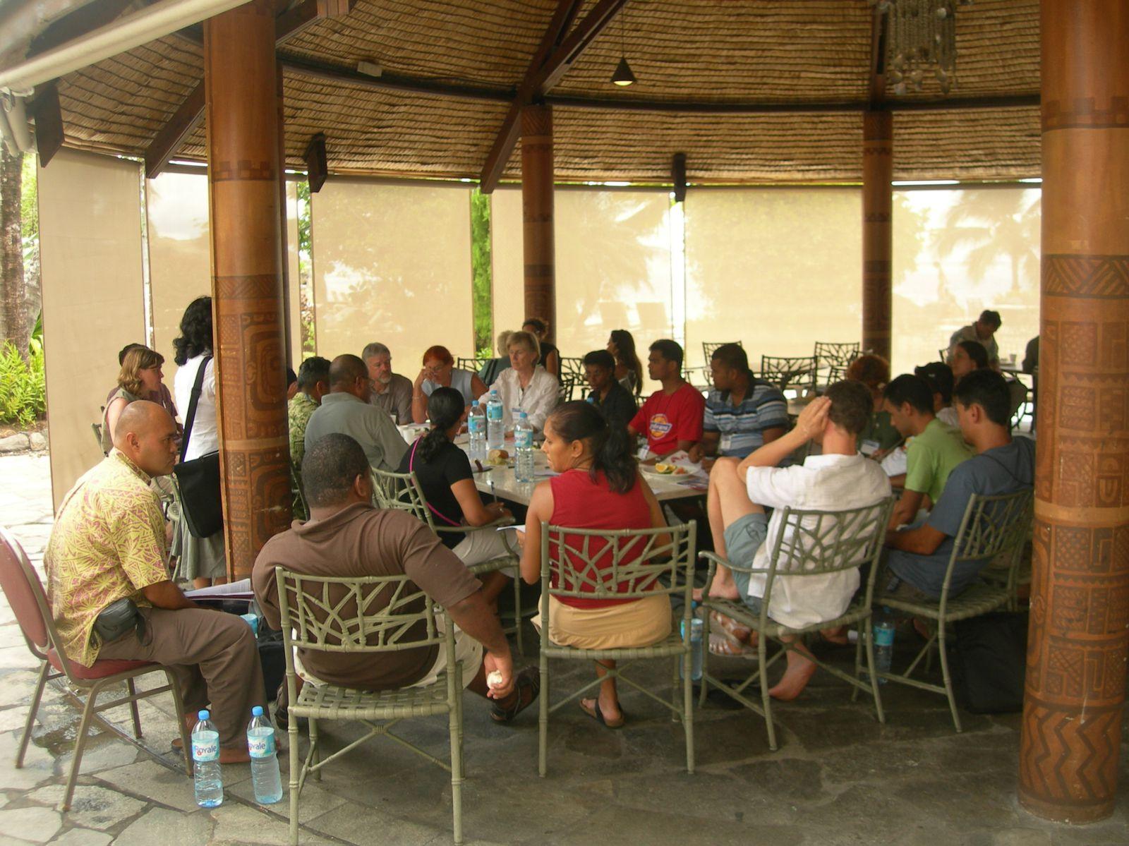 FMV Kiribati Race (07/11/2010 16H00 GMT) - Page 42 Tahiti-PSI-2-6-mars-2009-Meeting-PACINET-copie-1