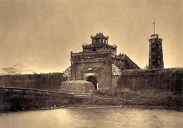 Siège de Tuyên Quang Porte_dela_citadelle_BacNinh