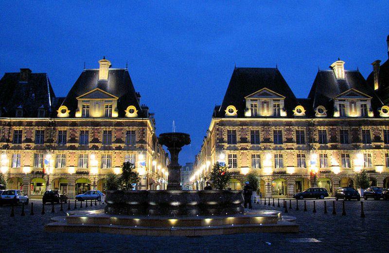 Votre ville !  - Page 3 Place-Ducale-2