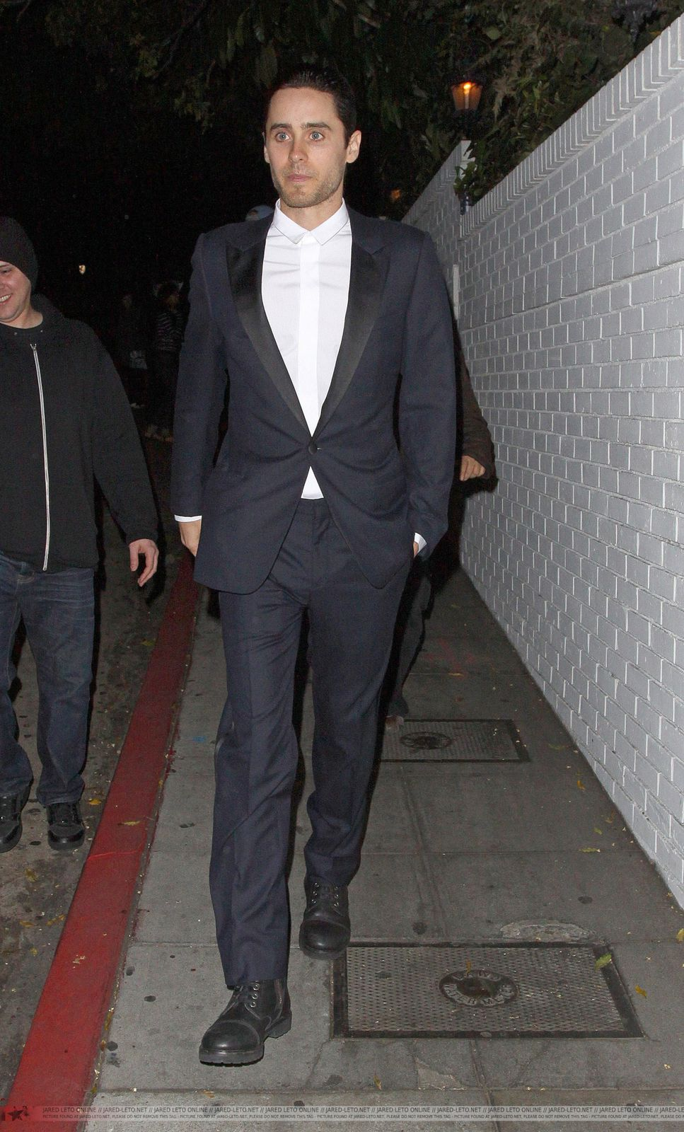 Jared Leto Leaving Chateau Marmont - Los Angeles - 21 Février 2012 0001