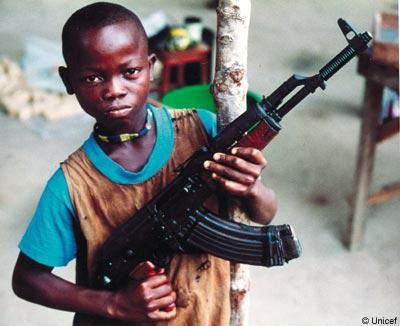 Le vent de révolte au Maghreb souffle à l'entour - Page 2 Enfant-arme