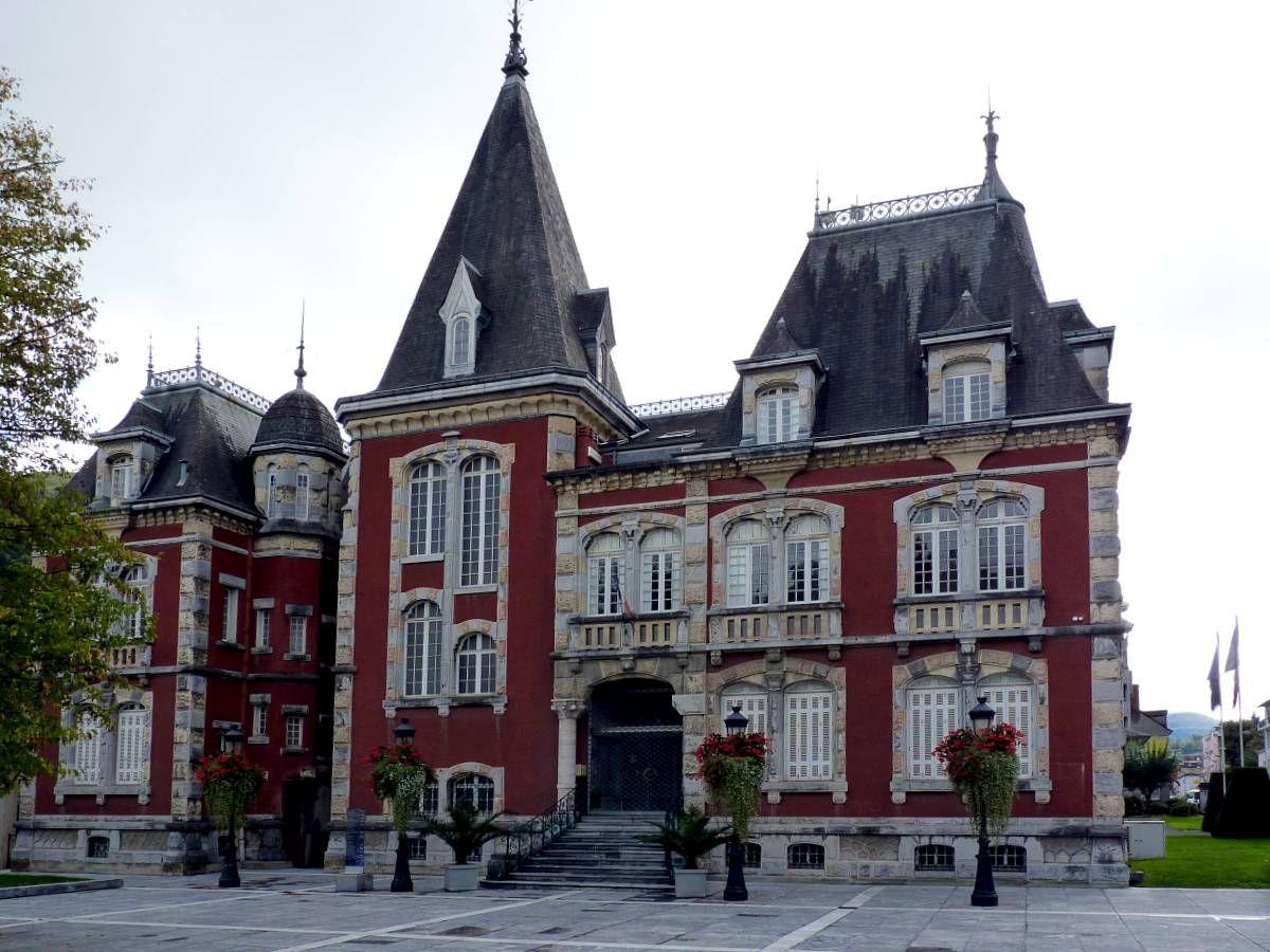 LOURDES (Pyrénées) Lourdes-hotel-de-ville