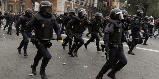 pour - L'Espagne brûle, après la Grèce et avant la France. Charge-policiere-en-Espagne