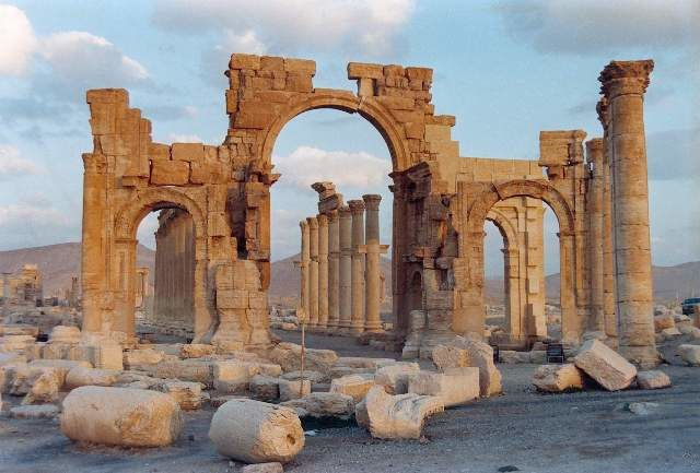 Les rebelles s'en prennent au patrimoine culturel syrien Pammyre