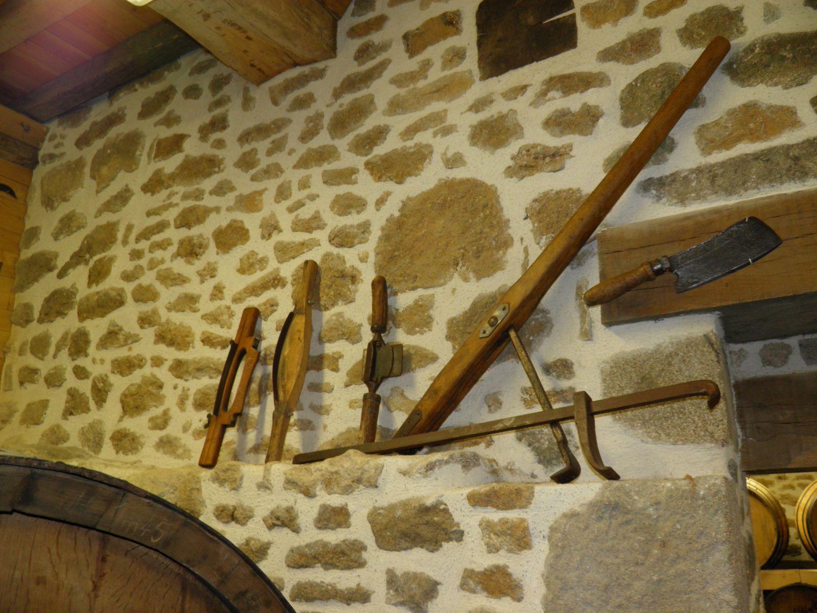 [Atelier artisanat] Les outils  152-Grattoirs-et-tirant-a-tonneaux-