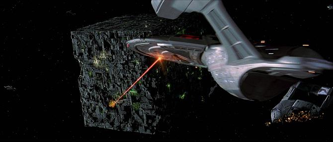 Filmske Nepravilnosti - Greške u Filmovima USS_Enterprise-E_engages_Borg_at_001