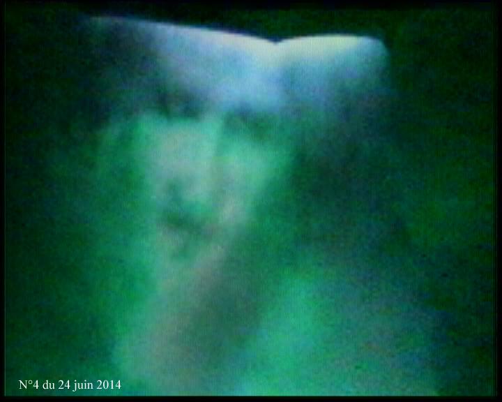 Coral Polge artiste psychique, elle réalise des portraits de personnes décédées sans les connaîtres 04240614