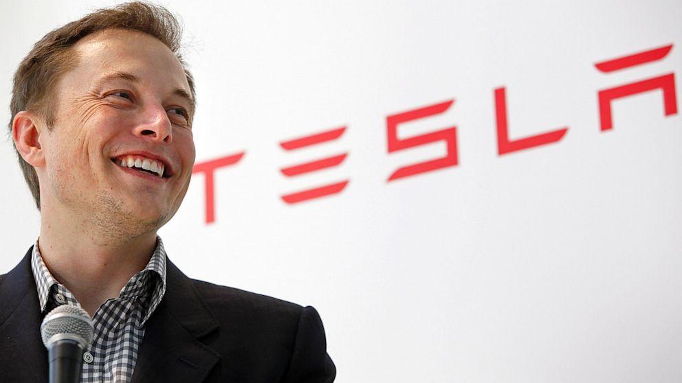 Tesla auto: 644 km di autonomia con una sola ricarica  Elon-musk-tesla_t5fs.1920