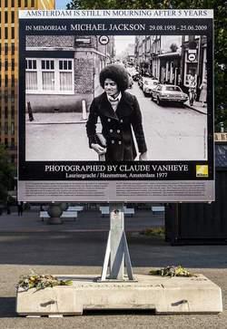Ad Amsterdam esposta foto d'epoca di Micheal Jackson  2254212027