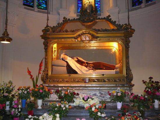 #2 - Chaîne de prières pour nos malades. - Page 3 Catholicisme-lisieux-france-1088629610-1249440