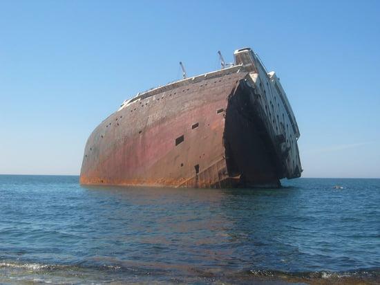 Appel à la nostalgie des épaves de bateaux Epaves-autres-bateaux-autres-insolite-bizerte-tunisie-6068231464-803518