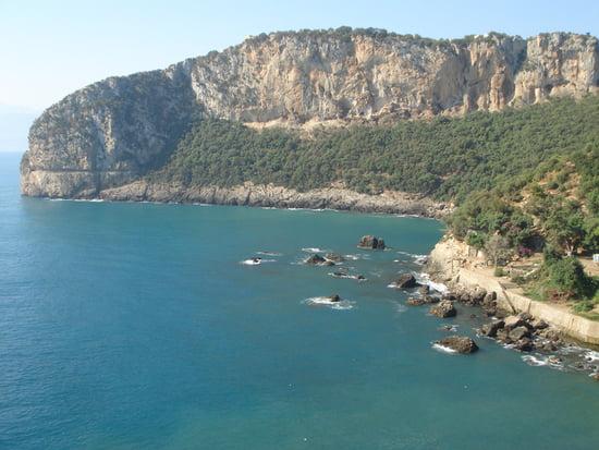 لؤلؤة المتوسط Falaises-bejaia-algerie-9735986591-879758